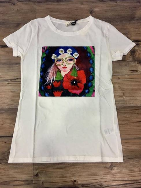 Picture of T-SHIRT STAMPA ORECCHINI NAPPINE VICOLO