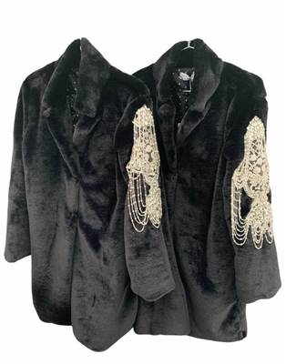 Picture of CAPPOTTO ECOPELLICCIA C/PATCH MANICA ODI ET AMO